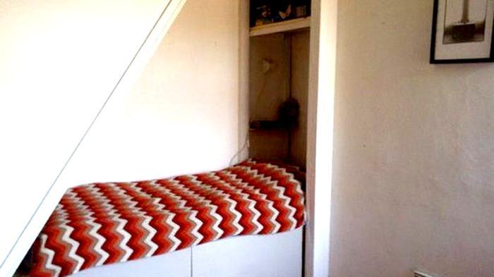 Tempat tidur di bawah tangga ala HarPot
