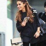 Intip Isi Tas Ariana Grande
