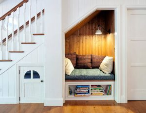 Reading nook di bawah tangga