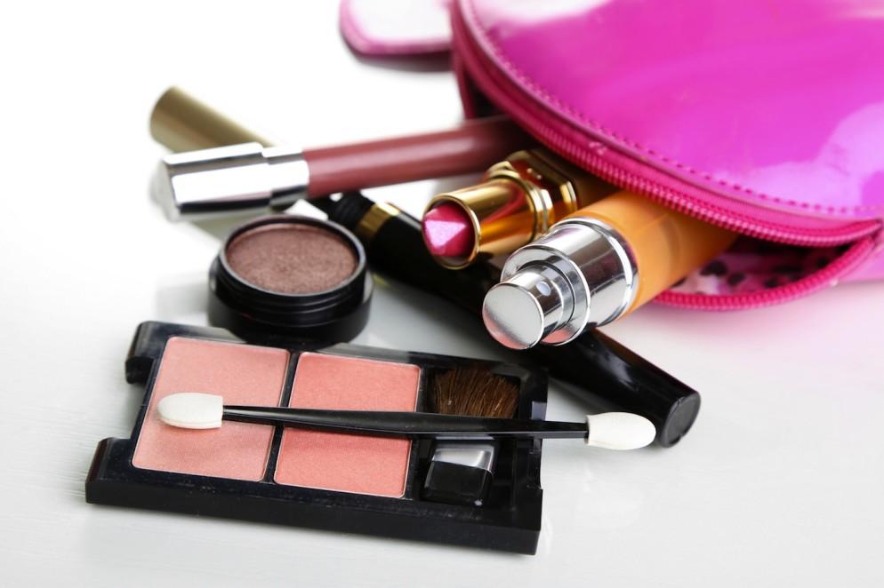 Alat make up wajib wanita