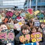 5 Hal Gila yang Dilakukan Fans K-Pop demi Idolanya