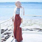 Tips Hijab Fashion untuk Traveling ke Gunung dan Pantai