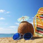 3 Tips Aman Berjemur di Pantai saat Liburan