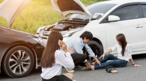 menolong kecelakaan