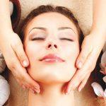 Skincare dan ke Klinik Kecantikan, Mana yang Lebih Baik?