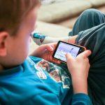 Manfaat dan Efek Buruk dari Gadget untuk Si Kecil