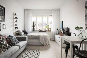membersihkan apartemen