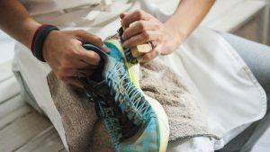 cara membersihkan sepatu