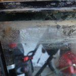 Hilangkan Residu Pada Kaca Akuarium Dengan Cara Ini